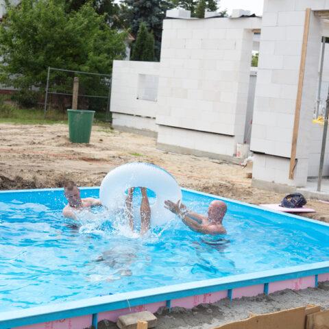 Anbaden im neuen Pool